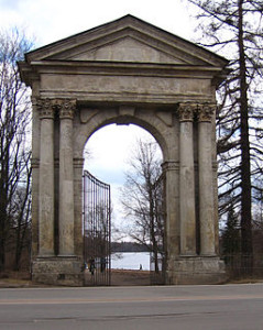 Admiralteysky Gates by AAV MASTER (Wikimedia Commons)