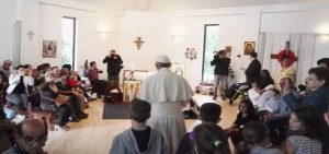 Pope Francis surprises Chicco Ark community in France with a papal visit. (Photo provided by Silva Volčič)